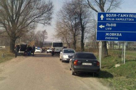 Fragment trasy, zablokowanej 29 marca przez domniemaną 'polską mniejszość'. Źródło: UNIAN