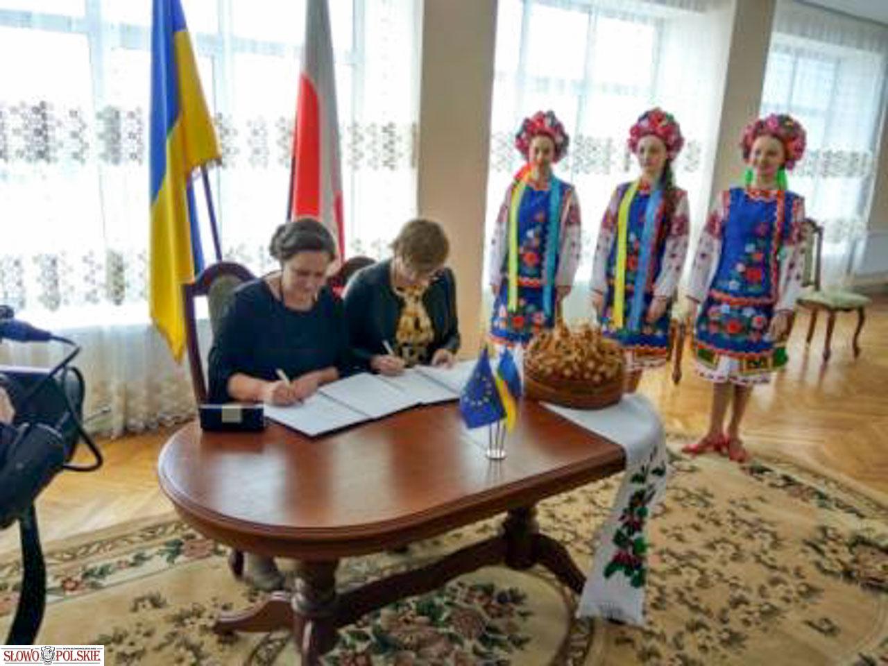 Podpisanie umowy partnerskiej. Źródło: ruporzt.com.ua