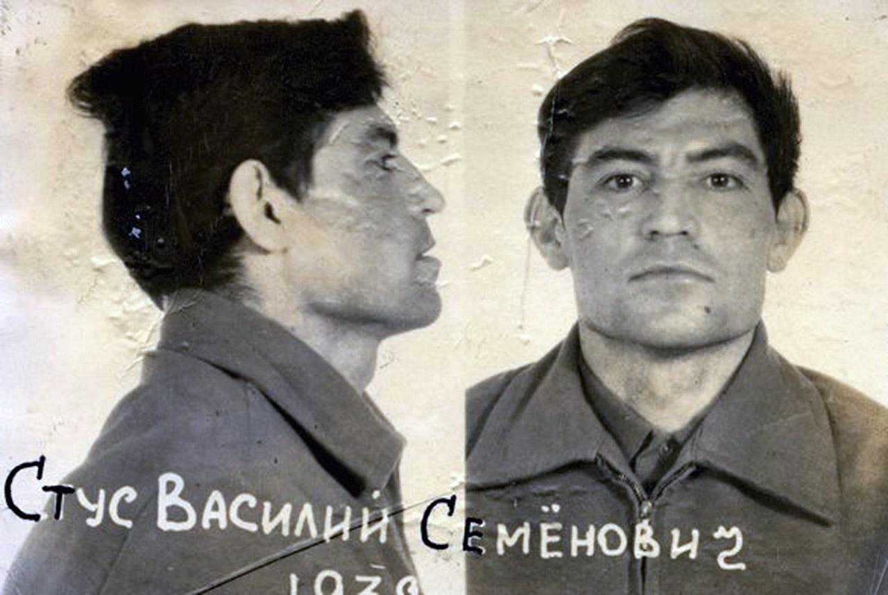 Wasyl Stus. Foto z archiwum KGB. Źródło: Wikipedia