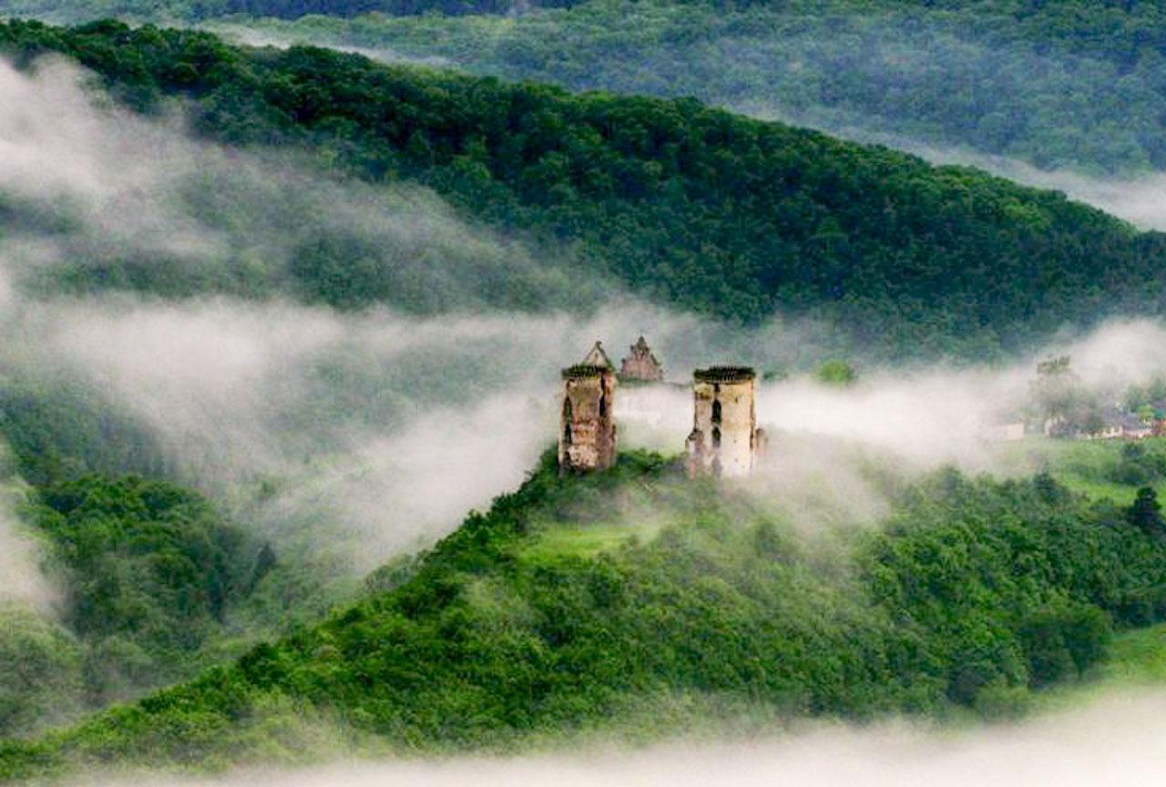Pałac w okolicach Czerwonogradu. Źródło: https://ua.igotoworld.com