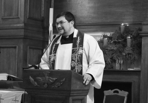 Ks. Paweł Didora na Mszy w kościele kapucynów w Winnicy