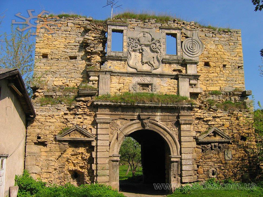 Herb Pogoni na zamku w Czernielicy. Źródło: castles.com.ua
