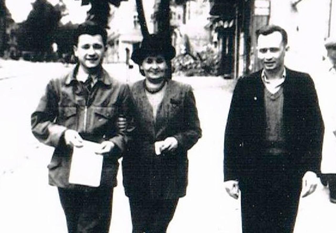 Borowski (od lewej) z matką Teofilą