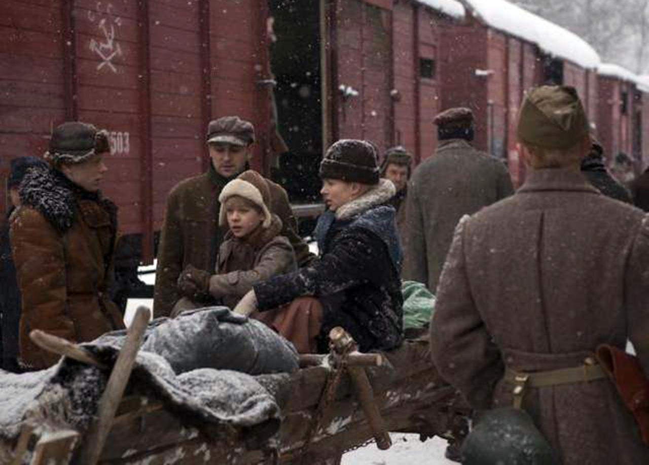"""Scena z filmu """"Syberiada"""" o deportacjach Polaków z Kresów II RP na Sybir"""