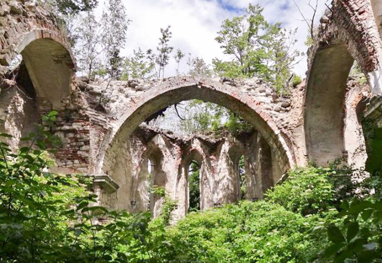 Ruiny kościoła Św. Antoniego w Załoźcach