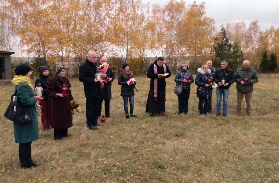Konsul RP Tomasz Olejniczak na polskim cmentarzu w Barze