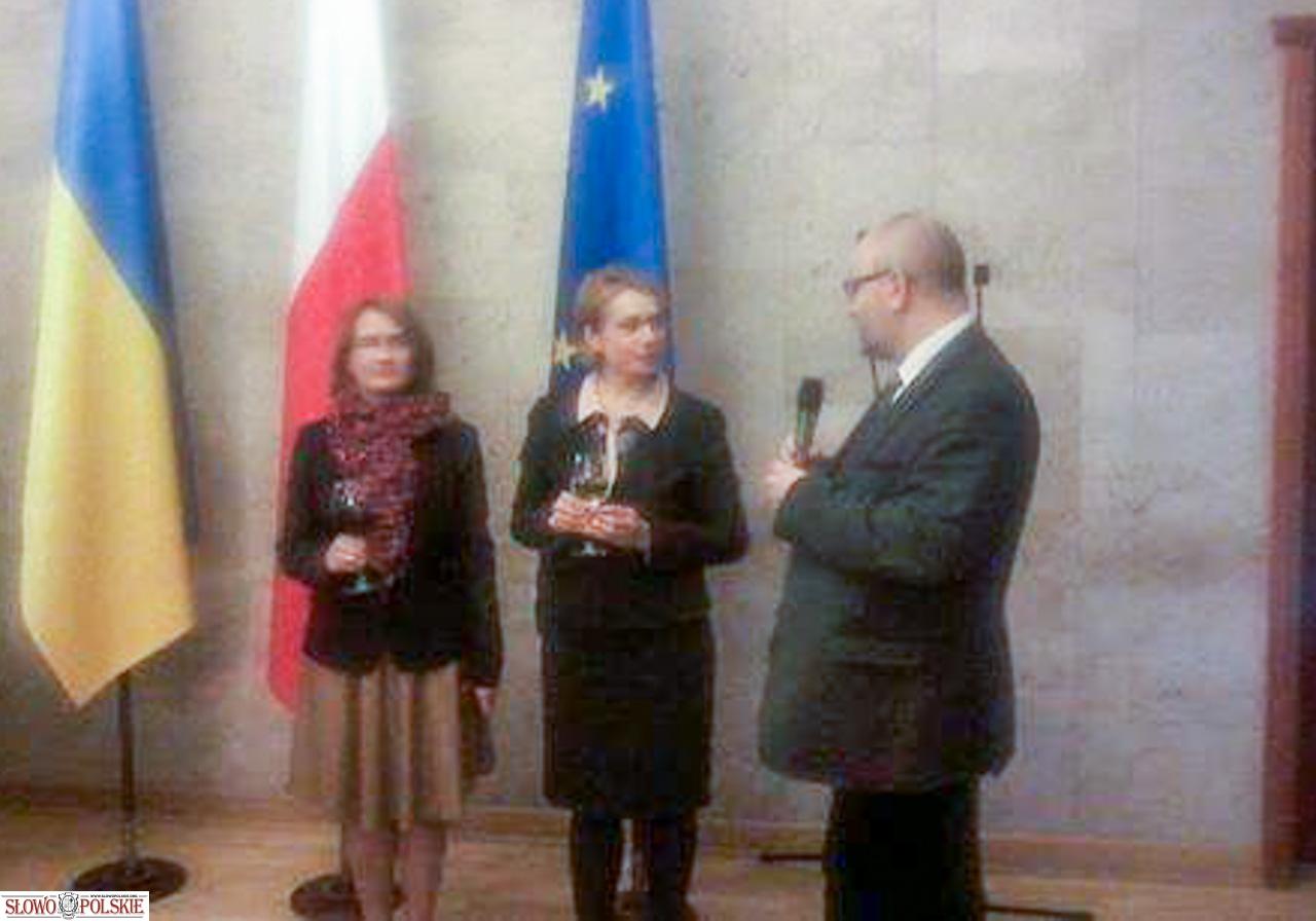 Od lewej - Emilia Jasiuk, Lilia Hryniewicz, Rafał Wolski