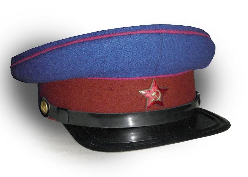 Czapka oficera NKWD. Źródło: voin.zp.ua