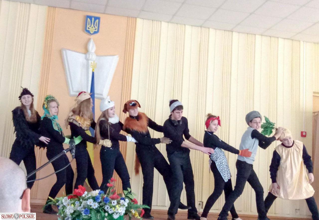 Konkurs recytatorski poezji Tuwima w Winnicy upiększał swoim występem teatr Dialog
