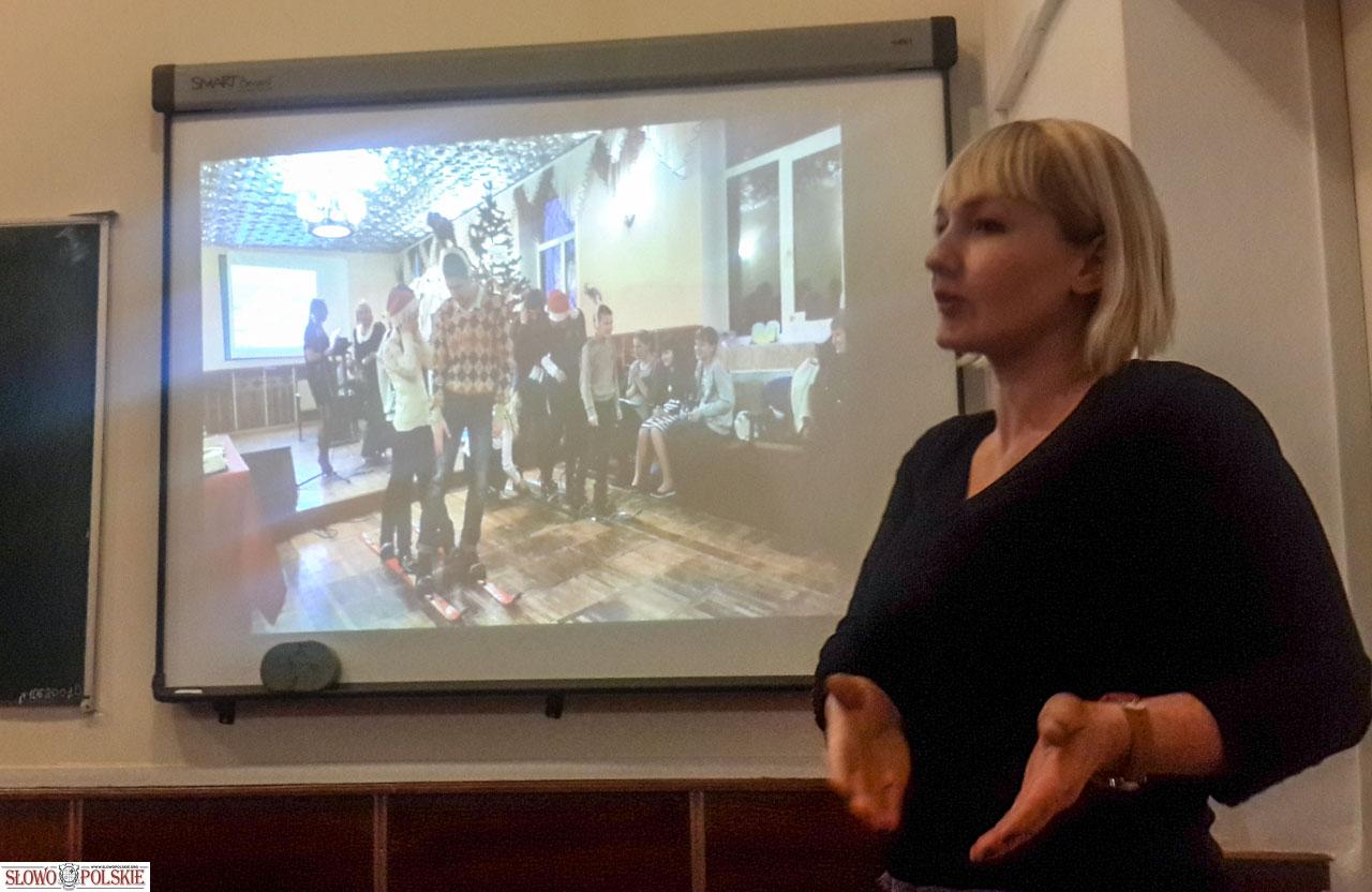 Wyniki projektu prezentuje Anna Radzichowska z Jakuszyniec