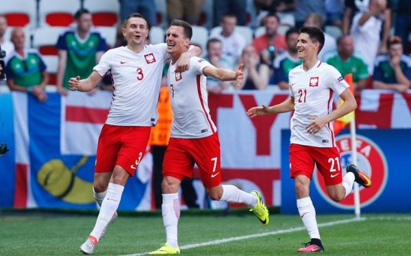 Zwycięska szarża Polaków po wygranym meczu z Irlandią Płn.