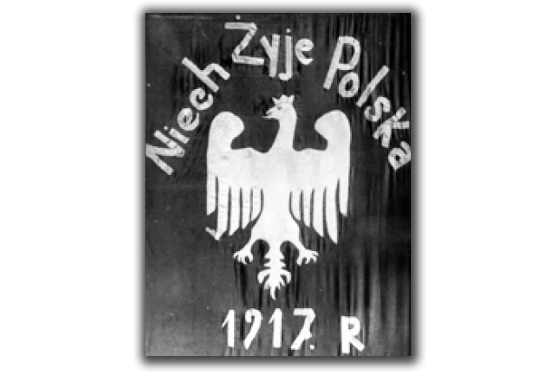 Polska flaga, skonfiskowana przez CzeKa u księdza Adalberta Kobcia w miejscowości Kupiel, obecnie powiatu wołoczyskiego obwodu chmielnickiego w 1921 roku