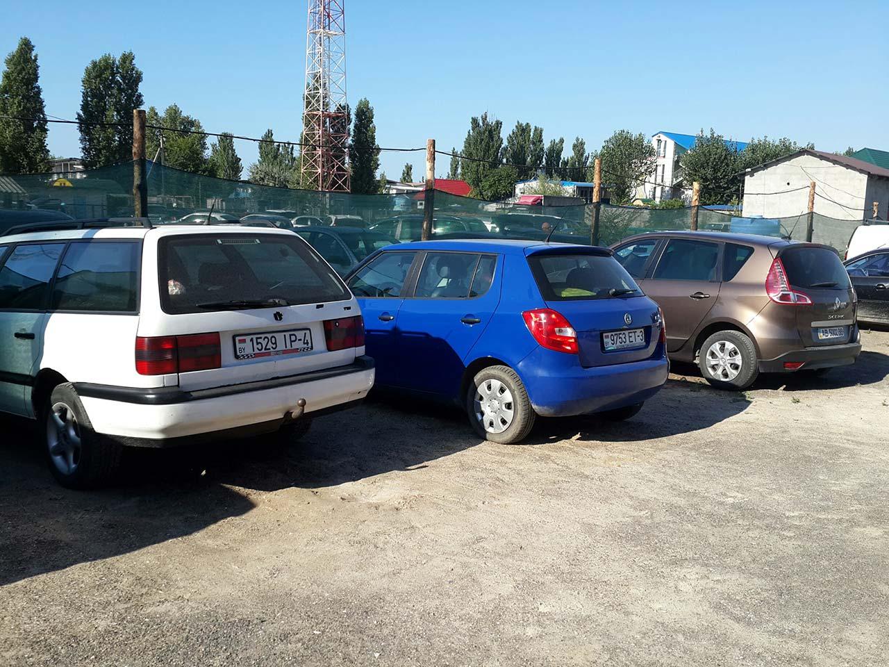 Samochody na białoruskich tablicach na ukraińskich kurortach