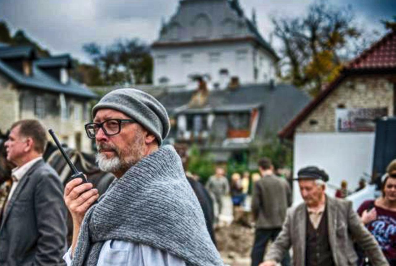 """Smarzowski na planie """"Wołynia"""" w Kazimierzu Dolnym. Źródło: PAP"""
