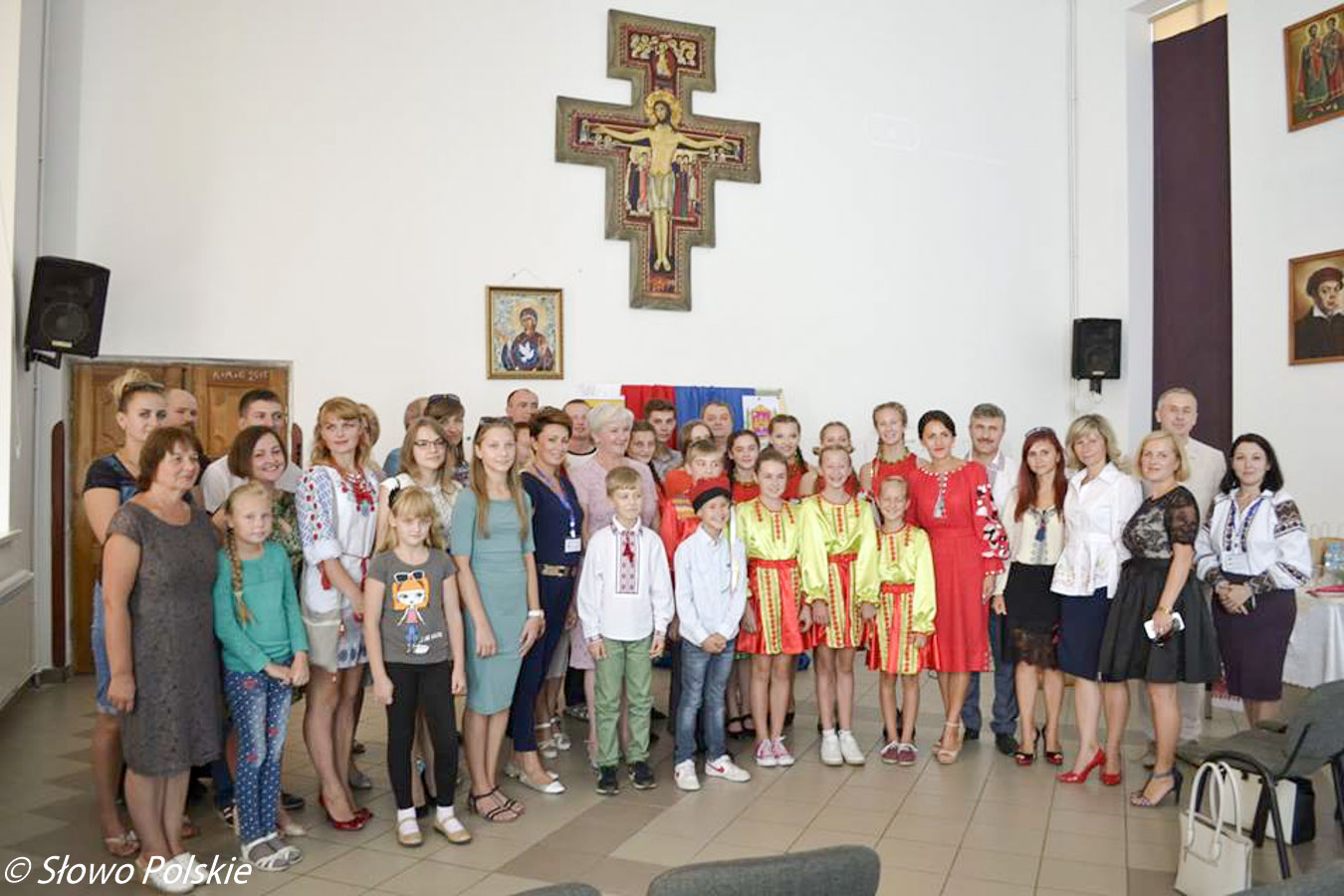 Goście z Zelowa oraz młodzi Polacy z Krasiłowa w kościele Serca Jezusowego