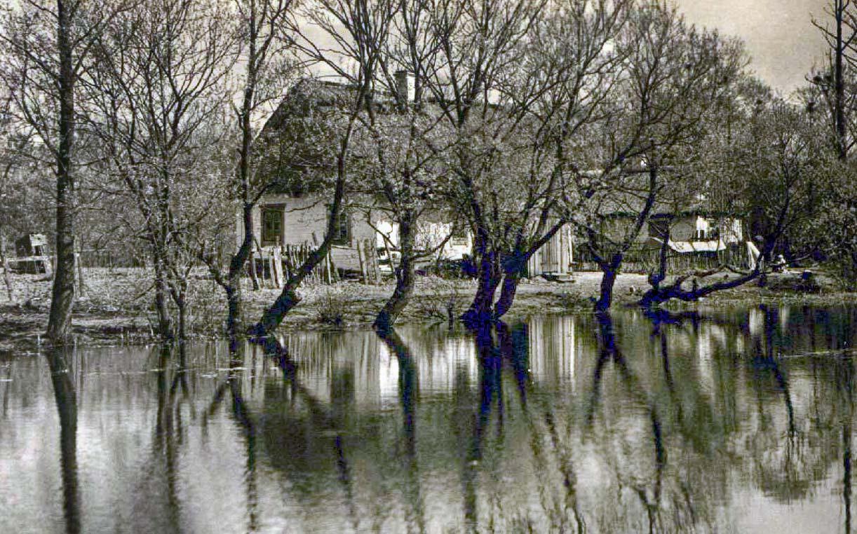 Kilka zdjęć z Podola odzyskanych ze starych klisz - początek wieku XX. Źródło: www.3z.com.pl