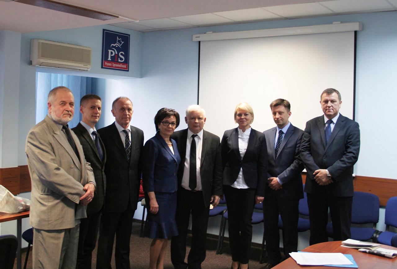 Od lewej - Zygmunt Klonowski, Jerzy Wójcicki, Antoni Stefanowicz, Elżbieta Wittek, Jarosław Kaczyński, Andżelika Borys, Michał Dworczyk, Andrzej Iwaszko