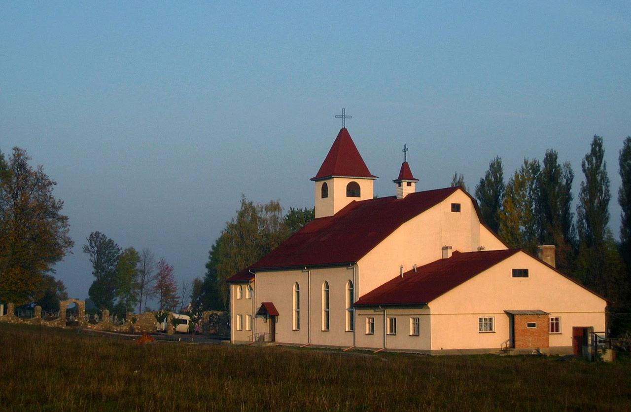 Kościół w Szarawce. Źródło - galleryua.com