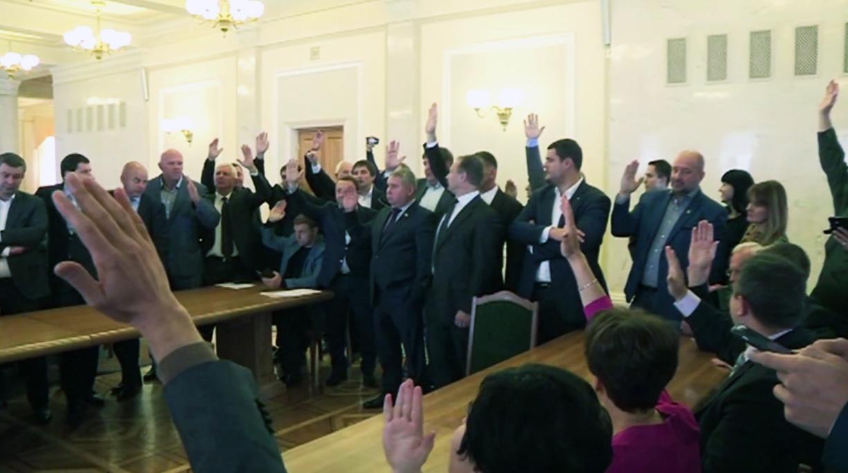 Głosowanie za kandydatury Juryniec i Kniażyckiego