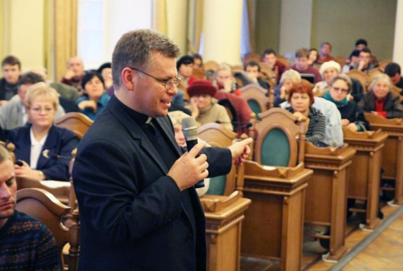 Ksiądz Stanisław Kawa - koordynator ruchu Usłyszcie nas.