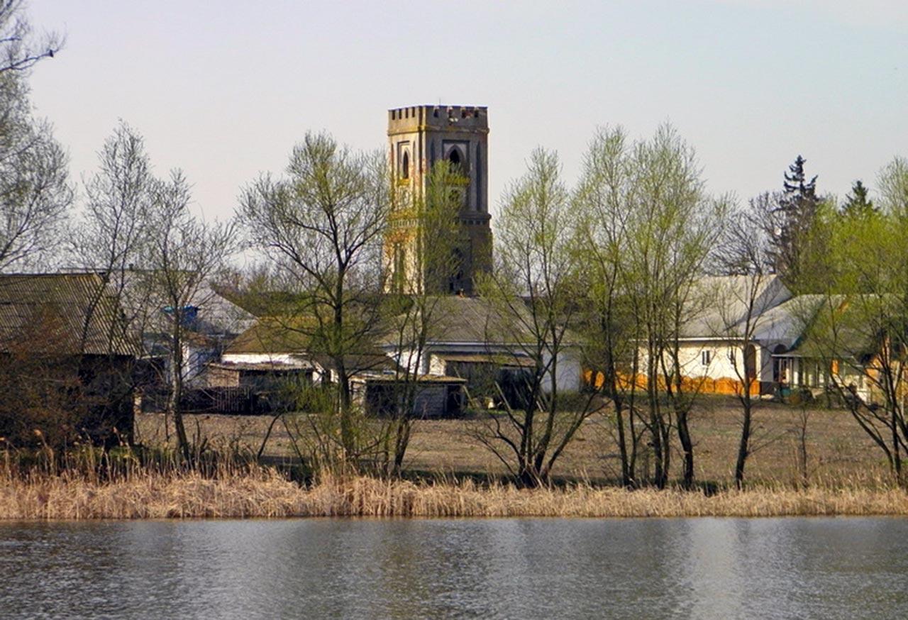 Wieża zegarowa w Bałanówce. Wybudowana prawdopodobnie przez Lubomirskich. Źródło: liveinternet.ru