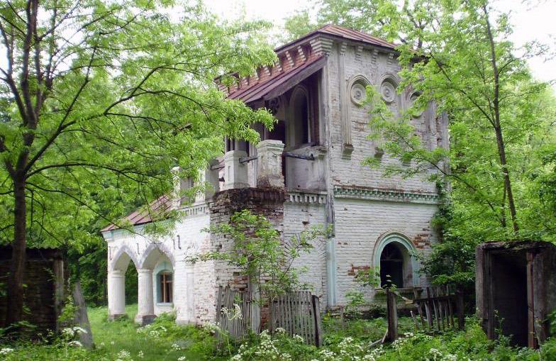 Pozostałości dworu Sobańskich w Sumówce. Źródło: 1ua.com.ua