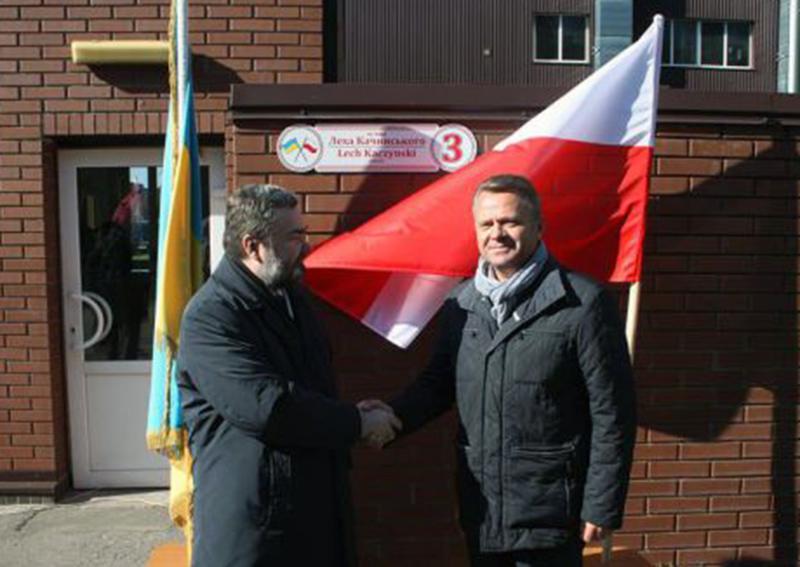 Po prawej burmistrz Buczy Anatol Fedoruk. Źródło: http://www.bucha-rada.gov.ua