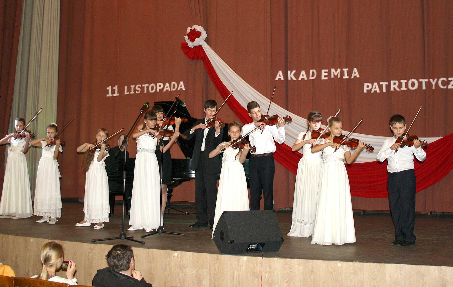 Zespół instrumentalny ze Związku Polaków Makarowa zadziwili widzów wysokim profesjonalizmem wykonując kompozycję klasycznych walców