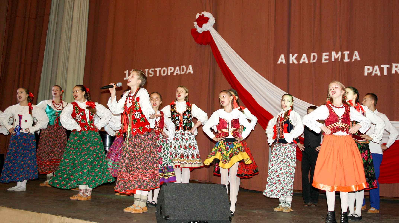 Nie sposób było nie podziwiać dziarsko tańczących dziewcząt i chłopców i słuchać partii wokalnych zespołu Polanie znad Dniepru, który tym roku obchodzi swój jubileusz 15-lecia, kierownik artystyczny Lesia Jermak