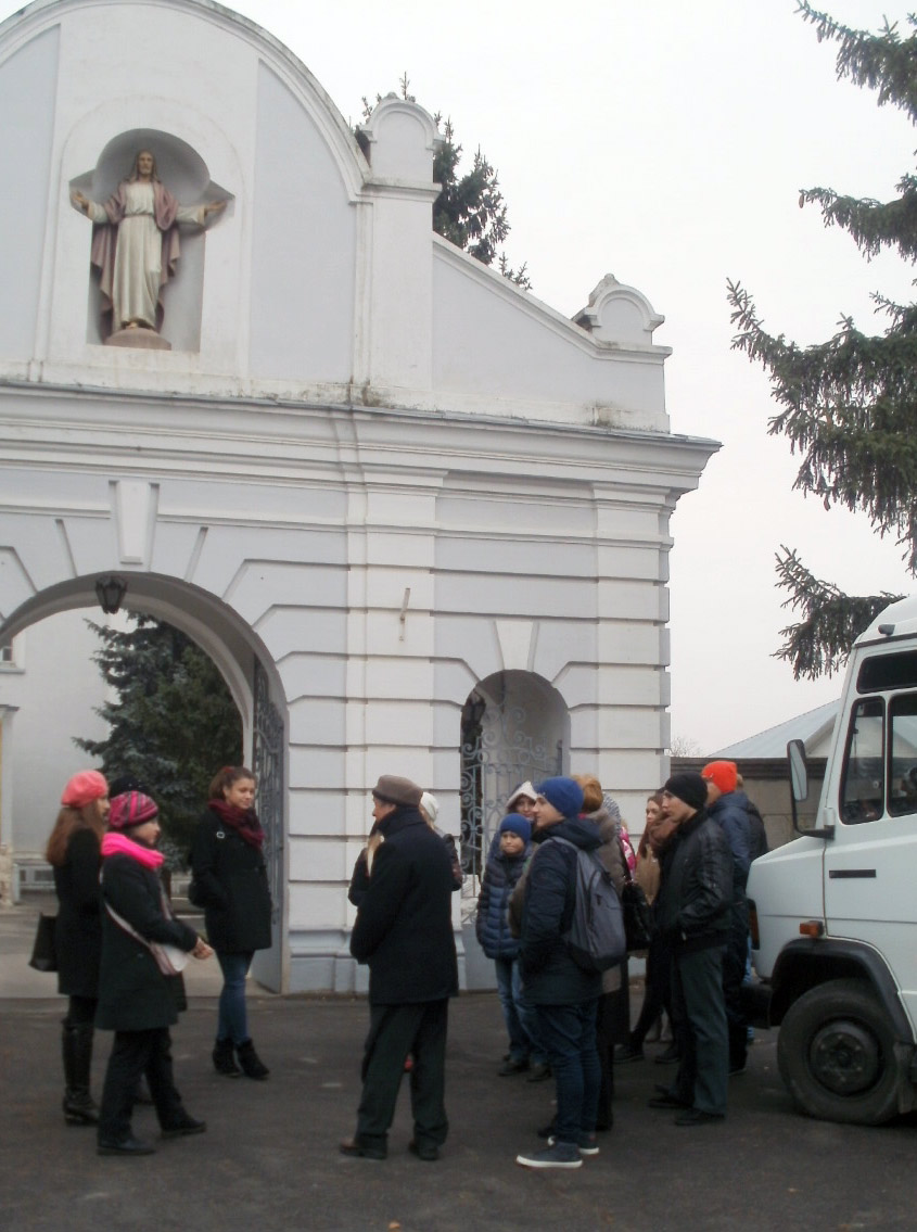 Przy kościele św. Floriana w Szarogrodzie