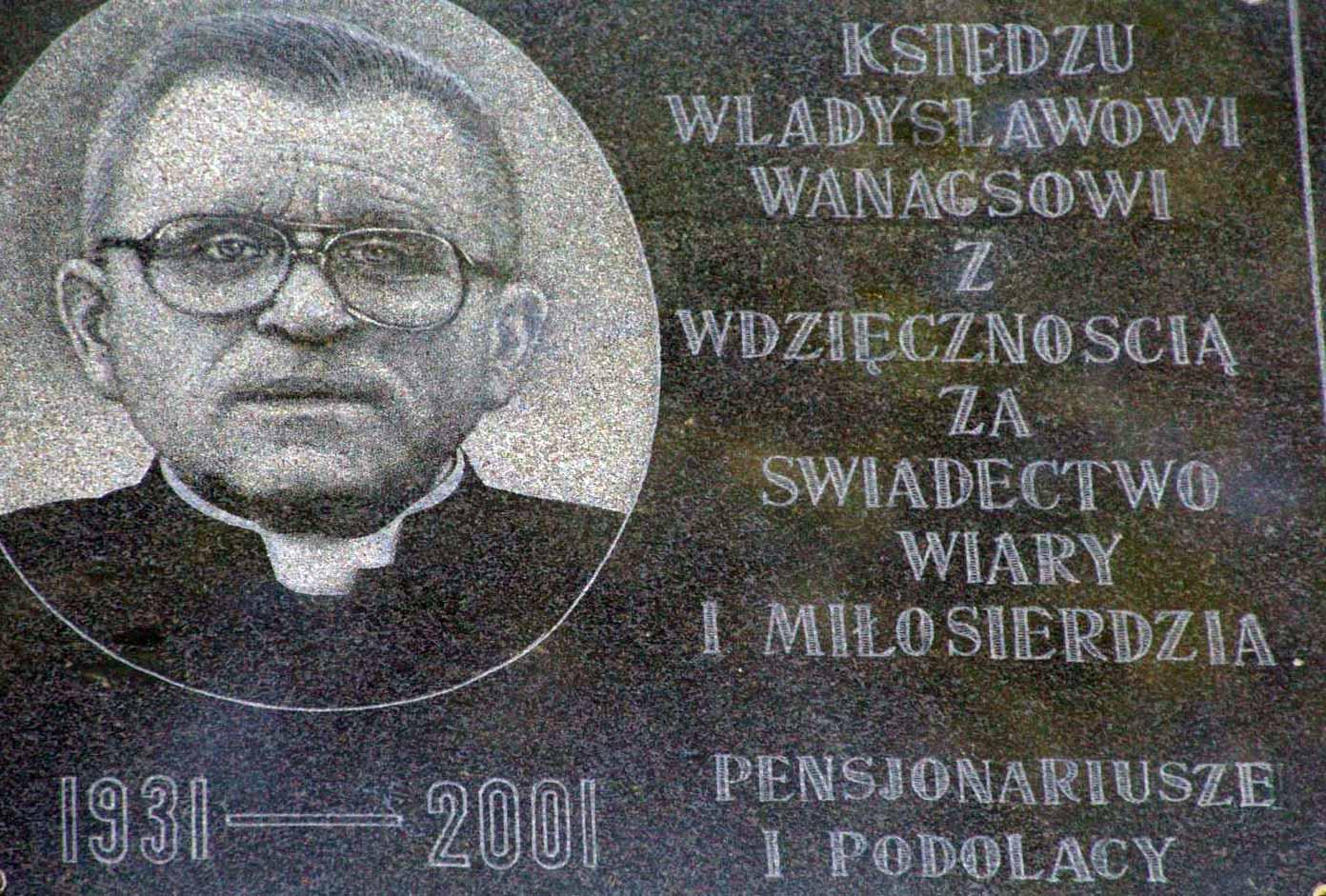 Tablica na Domu Miłosierdzia w Gródku Podolskim, upamiętniająca ks. Wanagsa