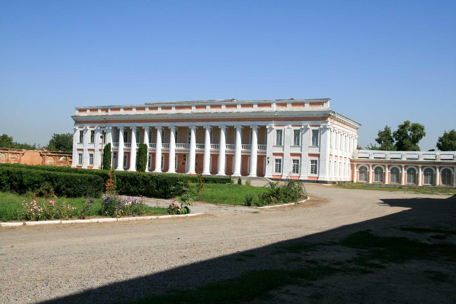 Fasada pałacu Szczęsnego Potockiego w Tulczynie