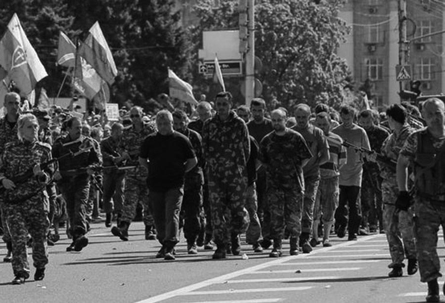 Parada jeńców wojennych, urządzona przez prorosyjskich separatystów 24 sierpnia 2014 r. w Doniecku