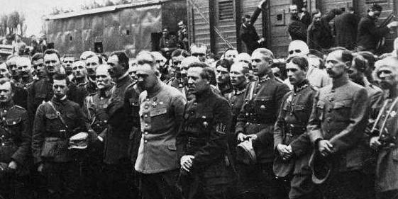 Piłsudski i Petlura na dworcu w Stanisławowie