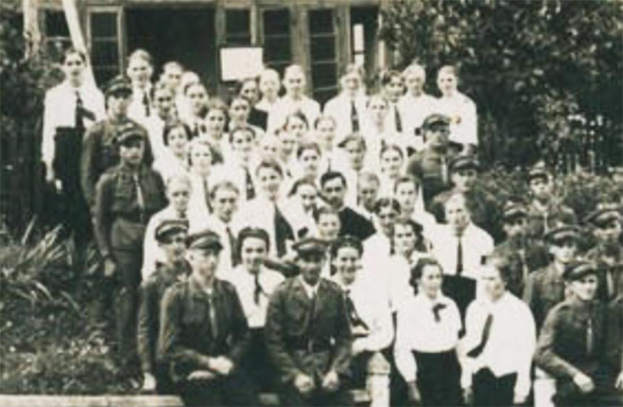 Młodzież z Akcji Katolickiej i Sokoła w Czyszkach koło Lwowa