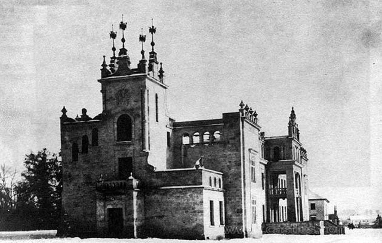 Tak kiedyś wyglądał pałac Raciborowskich w Makowie niedaleko Kamieńca Podolskiego. Maków kiedyś był w posiadaniu Jerzego Wołodyjowskiego. Źródło: www.castles.ua