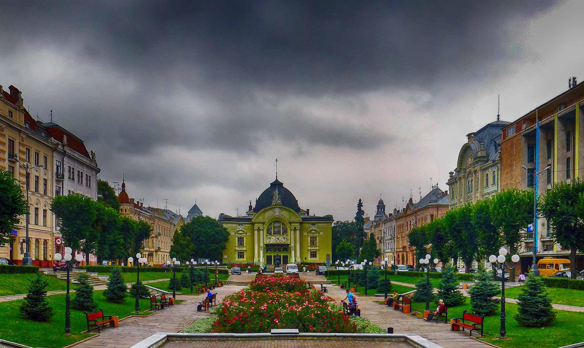 Plac Teatralny w Czerniowcach. Źródło: uk.wikipedia.org
