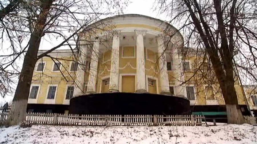 Pałac w Czaronominie. Wygląd obecny. Źródło: uk.wikipedia.org