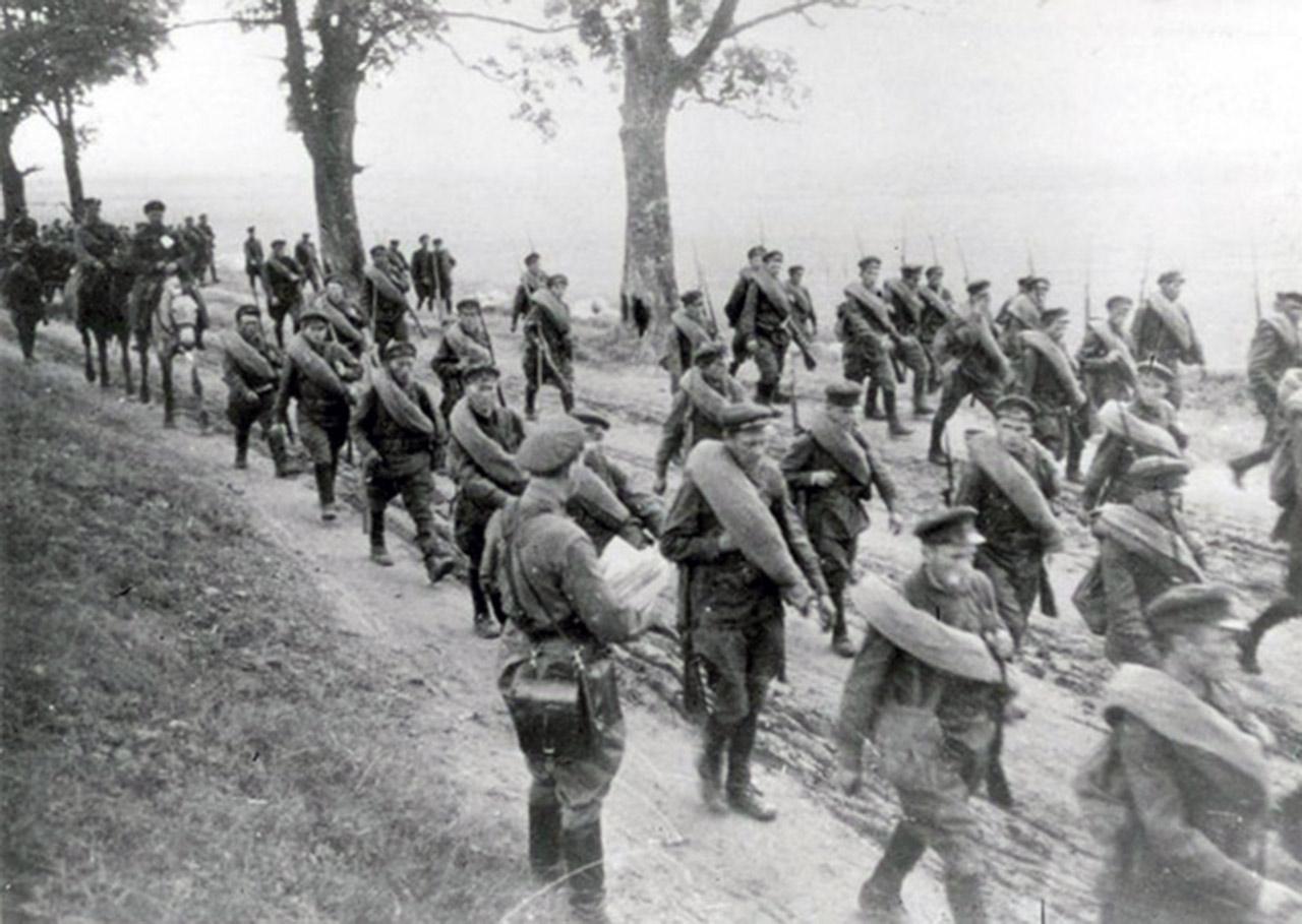 Armia Czerwona wkracza na wschód II RP. Źródło:  /KARTA /Agencja FORUM