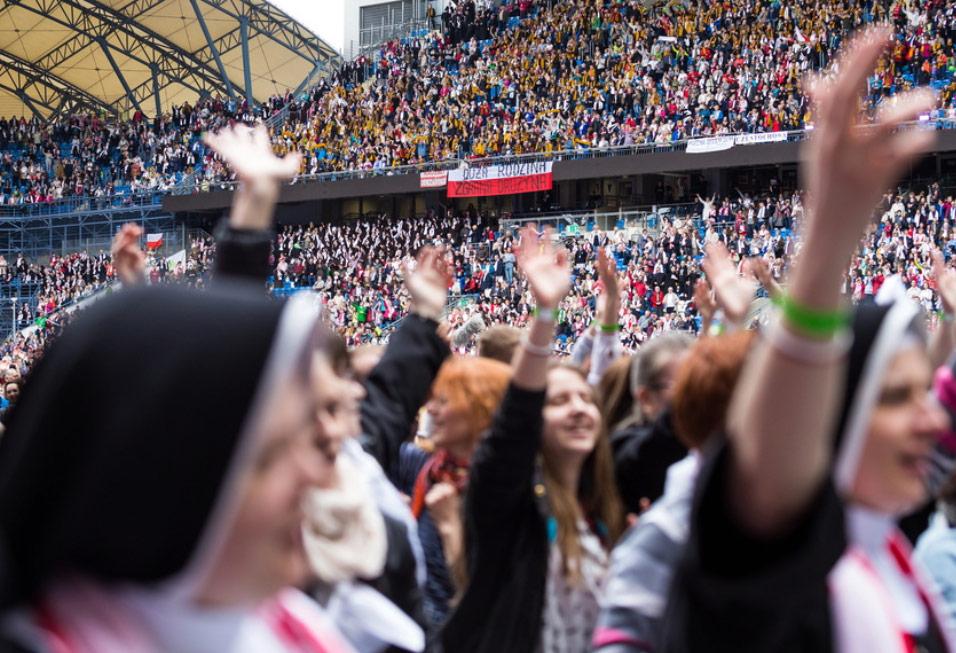 Spotkanie ewangelizacyjne w Poznaniu na Stadionie INEA. Źródło: rmf24.pl
