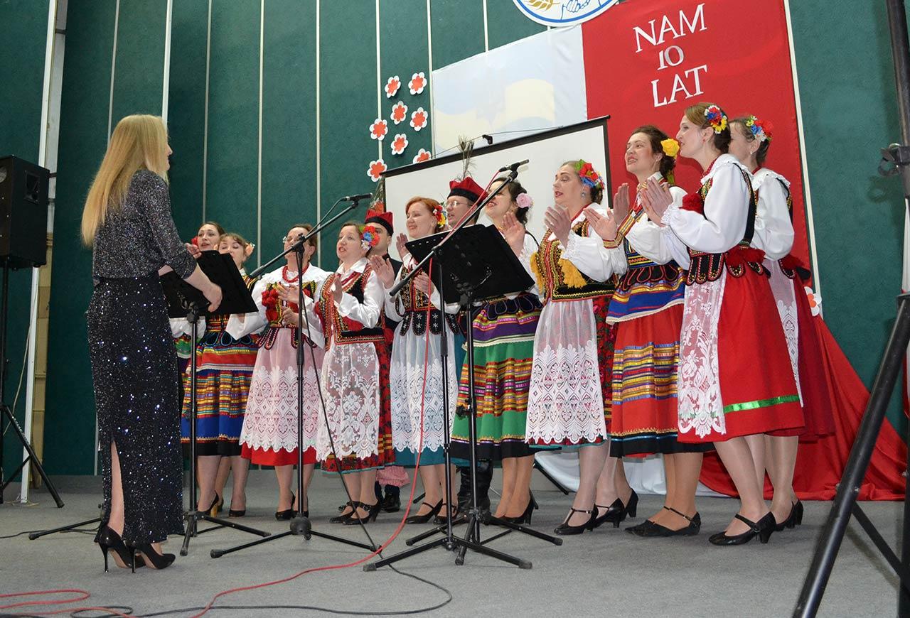 Zespół Mazury na scenie Domu Związkowców