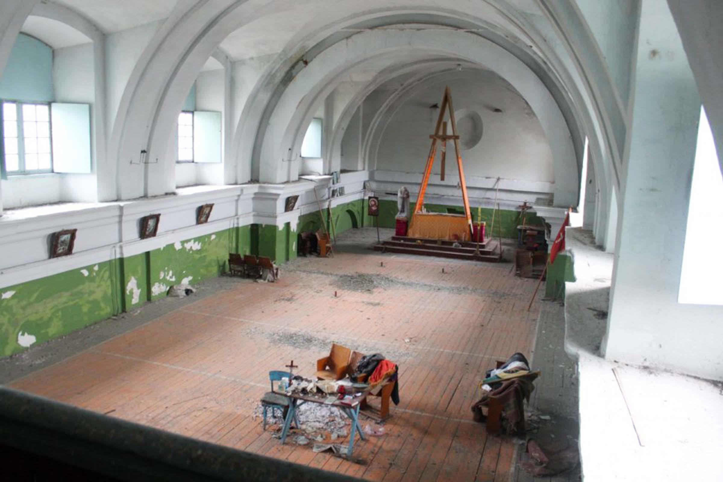 Kościół w Janowie na Podolu, przekształcony przez Sowietów w szkołę muzyczną i salę sportową
