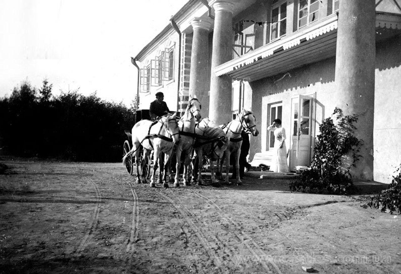 Pałac Dwernickich w Zawalu. Źródło: castles.com.ua