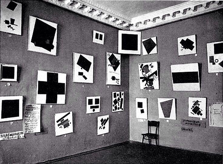 Kazimierz Malewicz. Obrazy na ostatniej wystawie futurystycznej 0,10 1915. Piotrogród. Źródło: huffingtonpost.com