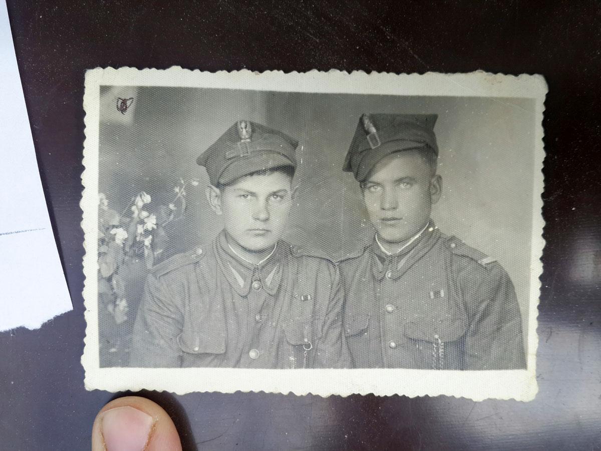 Od lewej - Marian Gołębiowski, Polak z Koziatynia w Wojsku Polskim