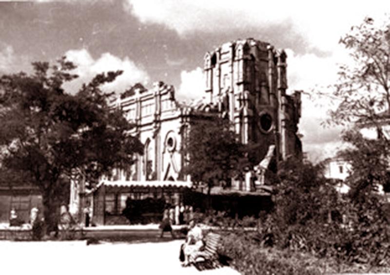 Zdjęcie pochodzi z 1958 roku, kiedy kościół jeszcze stał w ruinach po II wojnie światowej. Źródło: koleco.info