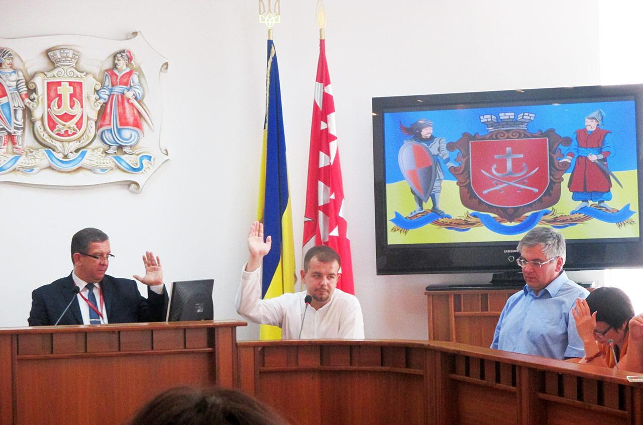 Przewodniczacy komisji Andrij Rewa, zastępca Aleksander Fedoryszen, historycy Jurij Legun