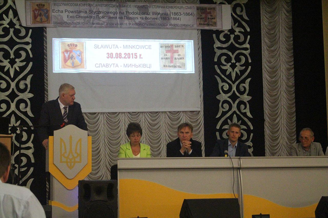 Przy mikrofonie Konsul Generalny Tomasz Olejniczak