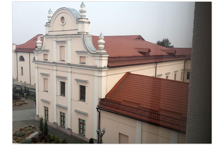 Prawa część byłego kolegium jezuickiego. Widok z okna muzeum krajoznawczego