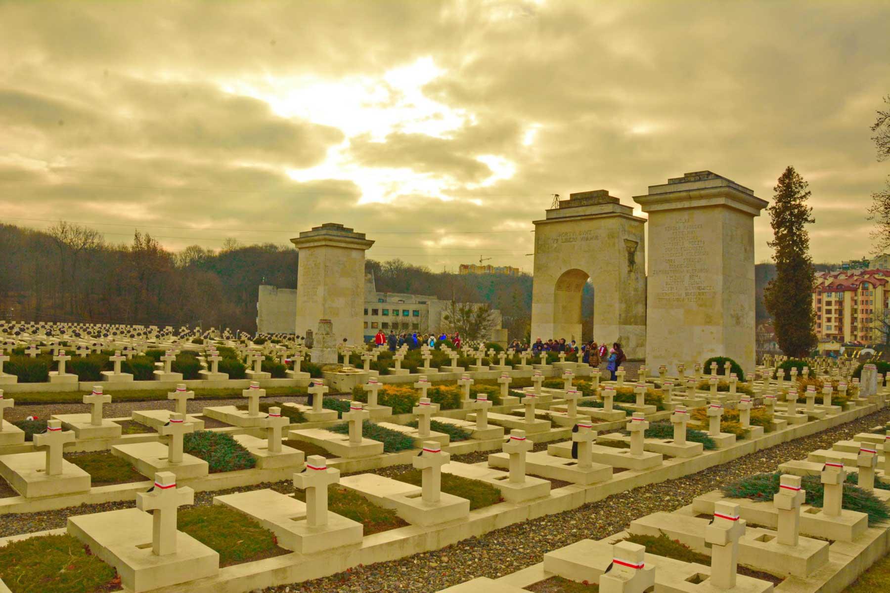 Na Cmentarzu Orląt Lwowskich